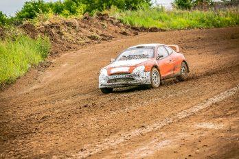 Ogier poursuit Neuville dans le Rallye de Finlande